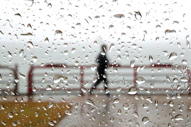 A person takes a wet jog along the lake near the Summerfest grounds in Milwaukee on Monday, Dec. 31, 2018. Photo by Mike De Sisti / The Milwaukee Journal Sentinel