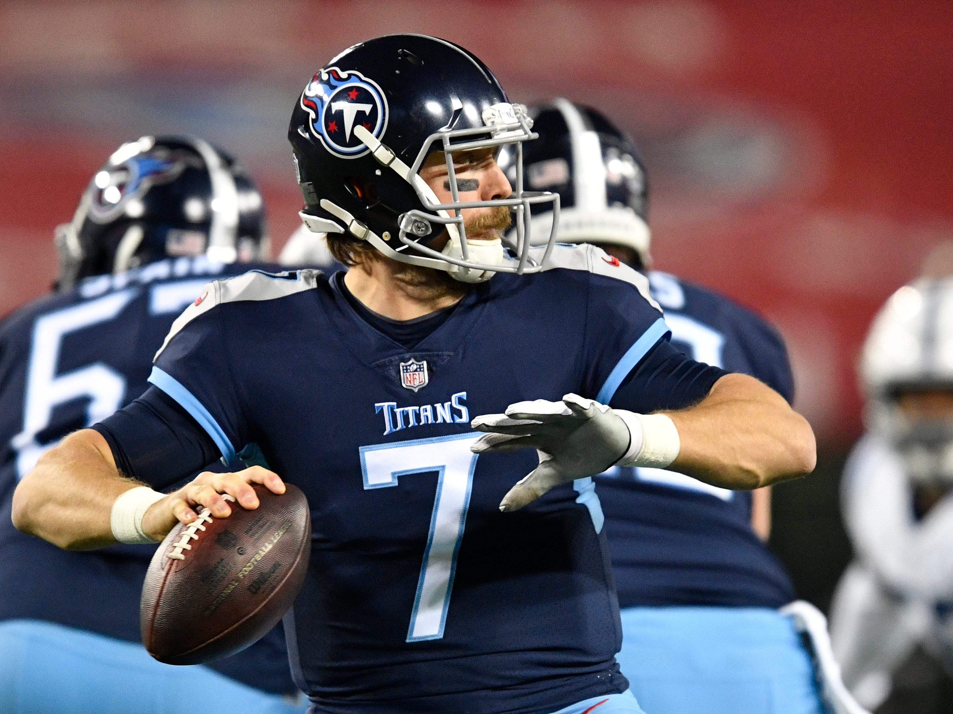 Titans quarterback Blaine Gabbert (7) passes in the first half at Nissan Stadium Sunday, Dec. 30, 2018, in Nashville, Tenn.