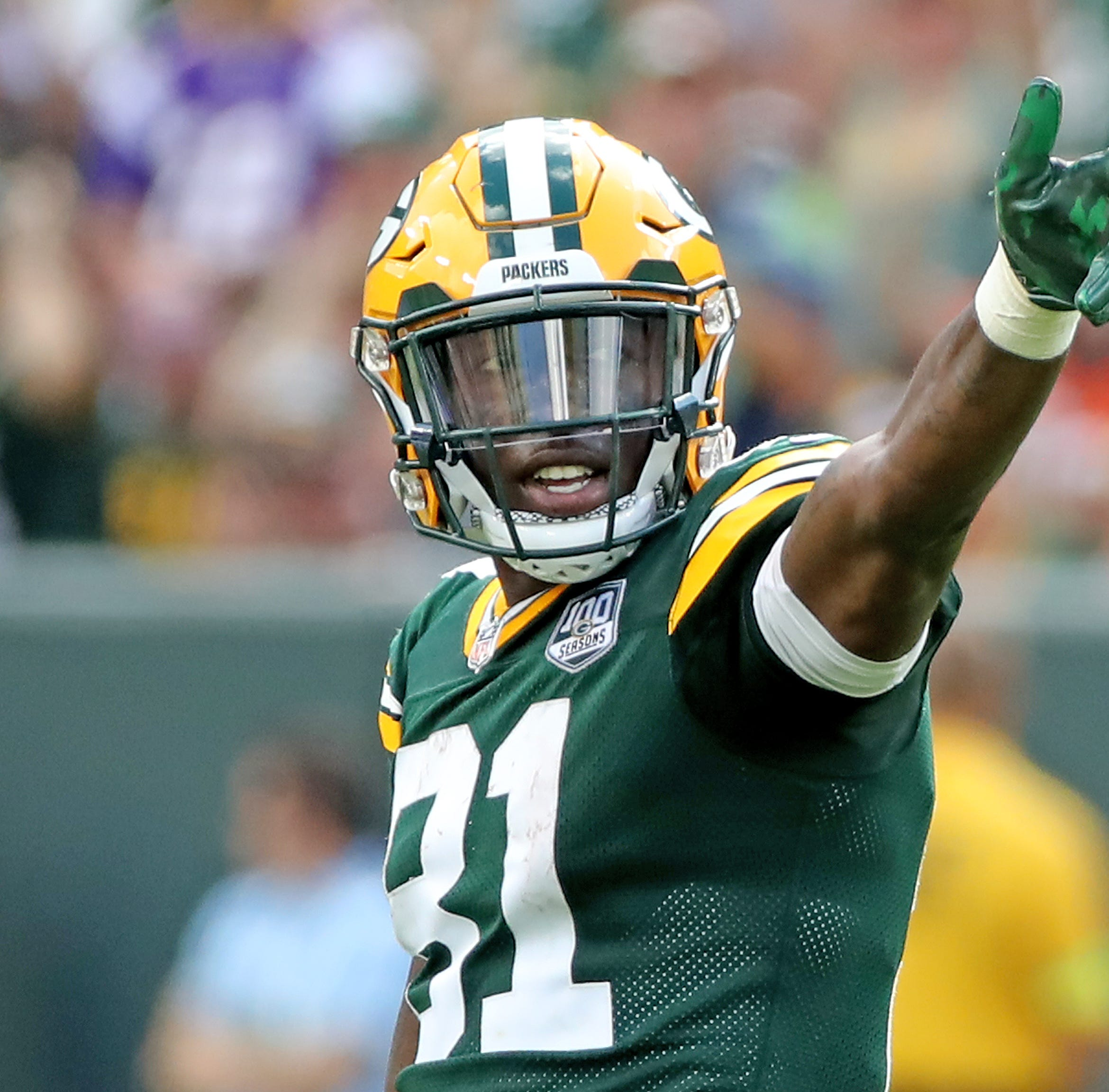 Packers receiver Geronimo Allison gets life advice from comedian Steve Harvey on talk show