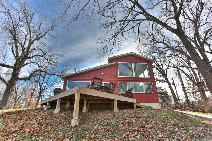 Kevin and Flo Graham transformed a metal outbuilding on their eastern Greene County property into a home/workspace. The 5.3-acre parcel still has ample space for a large custom home and has an oversize septic system already installed.