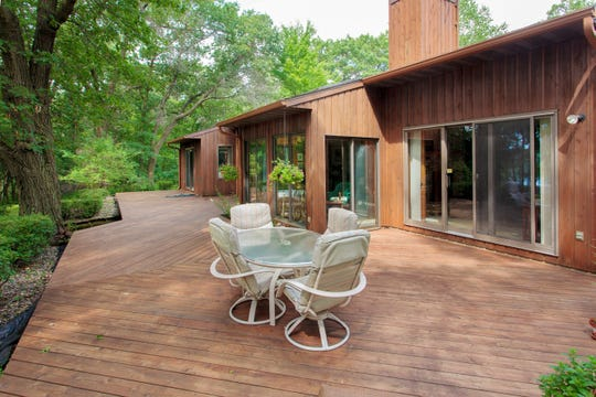 The home includes a one-level lakeside deck.
