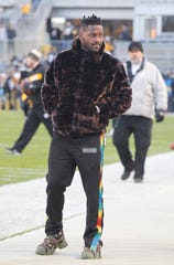 Pittsburgh Steelers wide receiver Antonio Brown (84) looks on during warm-ups before a game against the Cincinnati Bengals at Heinz Field.