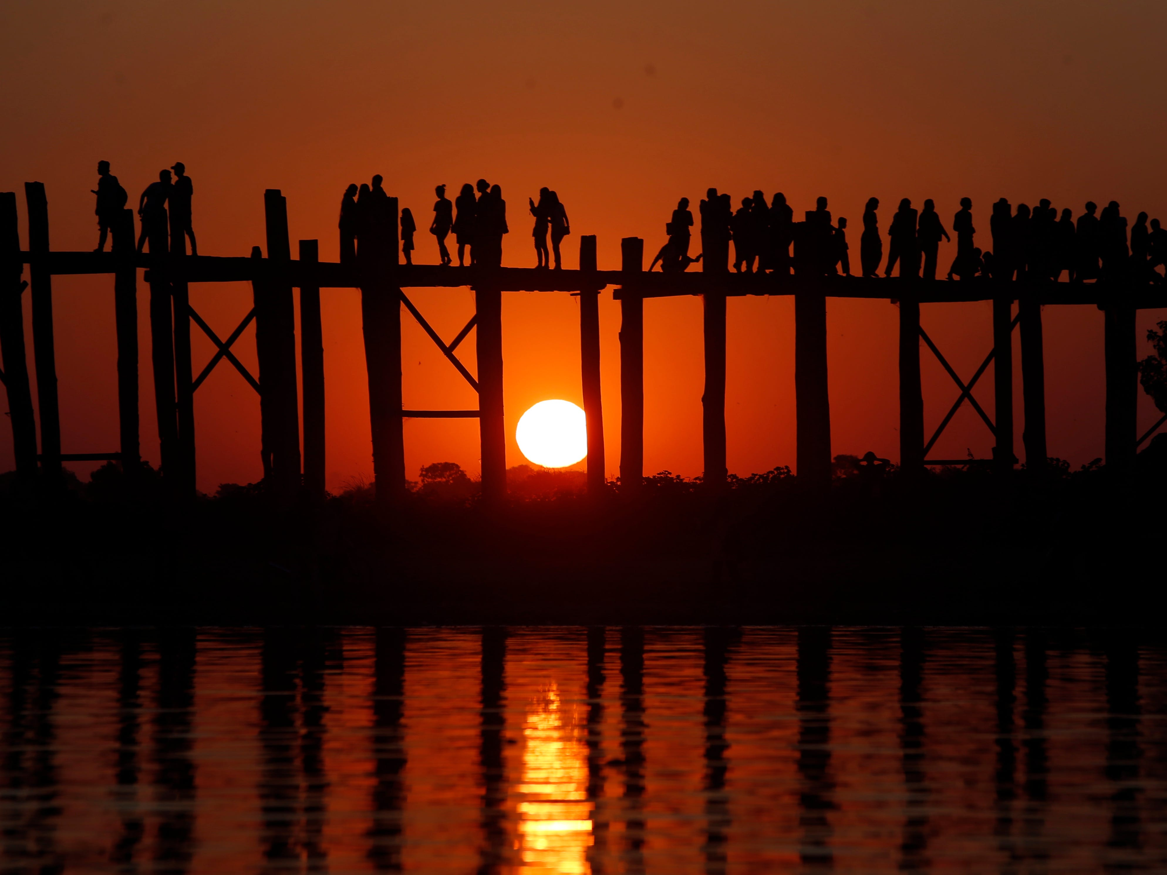 The last sunset of the year is seen over the U Paing (U Bein) Bridge at Taungthaman lake in Mandalay, Myanmar on Dec. 31, 2018. The footbridge stretches 1.2 km over Taungthaman Lake connecting its two banks near Amarapura. Built by village mayor U Paing around 1850, it is considered the longest teakwood bridge in the world.