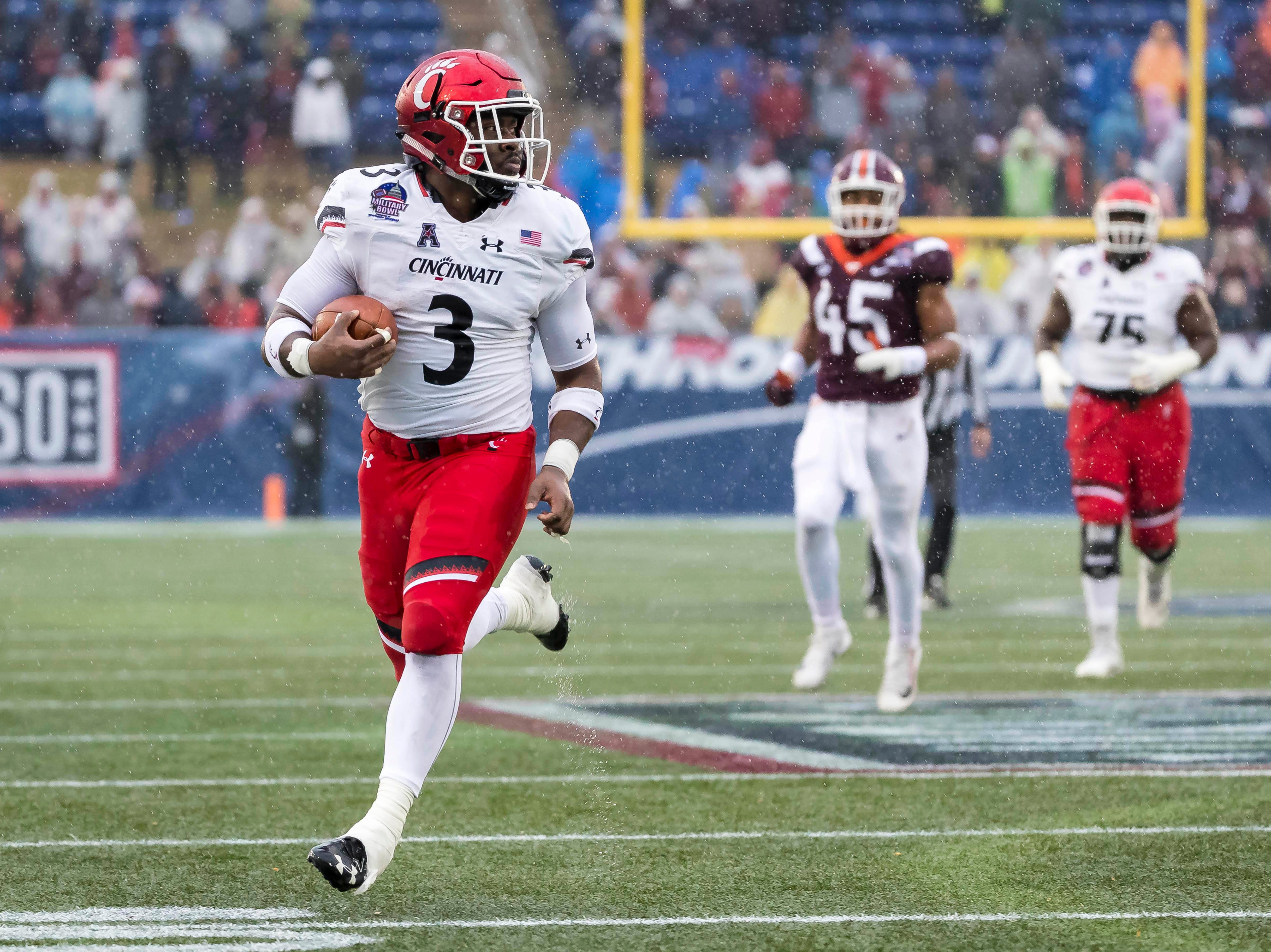 Cincinnati running back Michael Warren II breaks free for a touchdown against Virginia Tech during the second half of the 2018 Military Bowl.