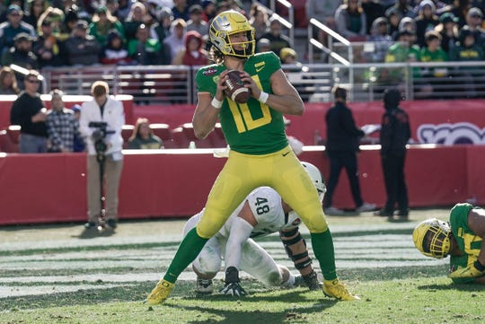 Kenny Willekes (48) broke his left leg on this play trying to sack Oregon quarterback Justin Herbert in the third quarter.