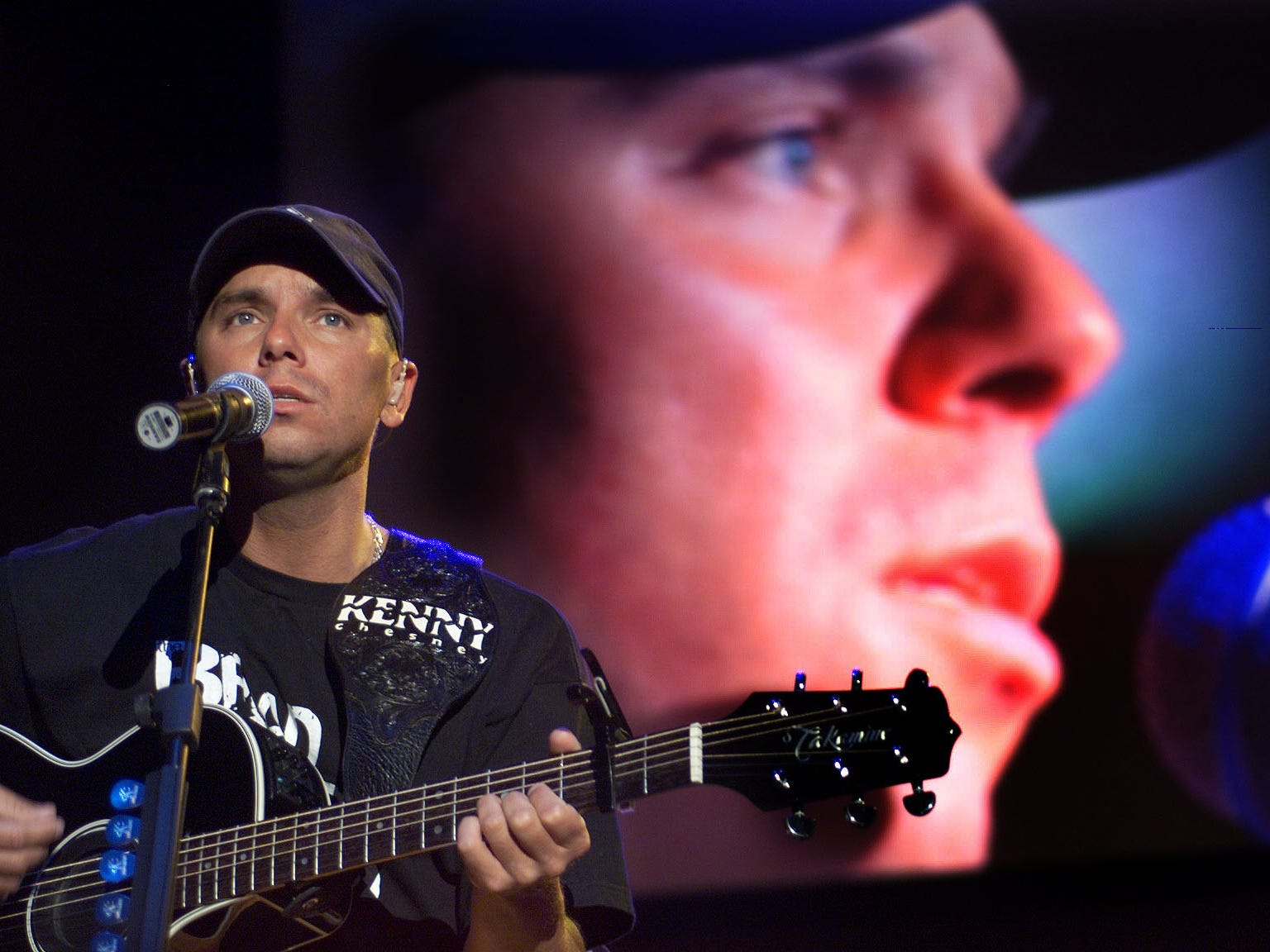 """Kenny Chesney performs a sound check during his Greatest Hits Tour Friday, Feb. 15, 2000, at Thompson-Boling Arena. The singer says he feels no special pressure in performing in his hometown. """"Actually, I'm more at ease. These people here, hopefully, are gonna love me even if I sing bad,"""" he said."""