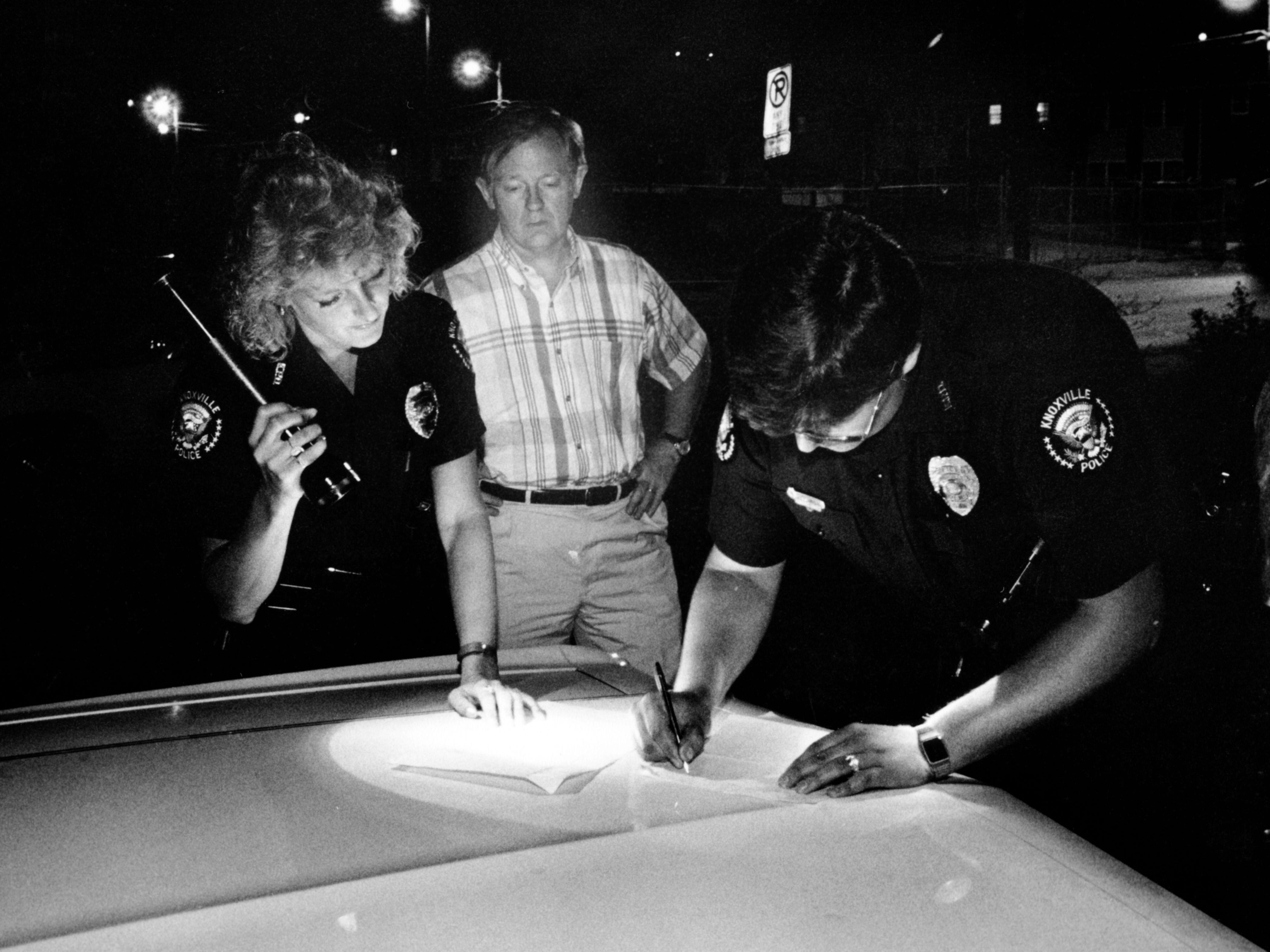 Mayor Victor Ashe riding a beat with Knoxville Police officers Tammy Byrd, left, and Tim Snoderly during a domestic disturbance call in May of 1990.