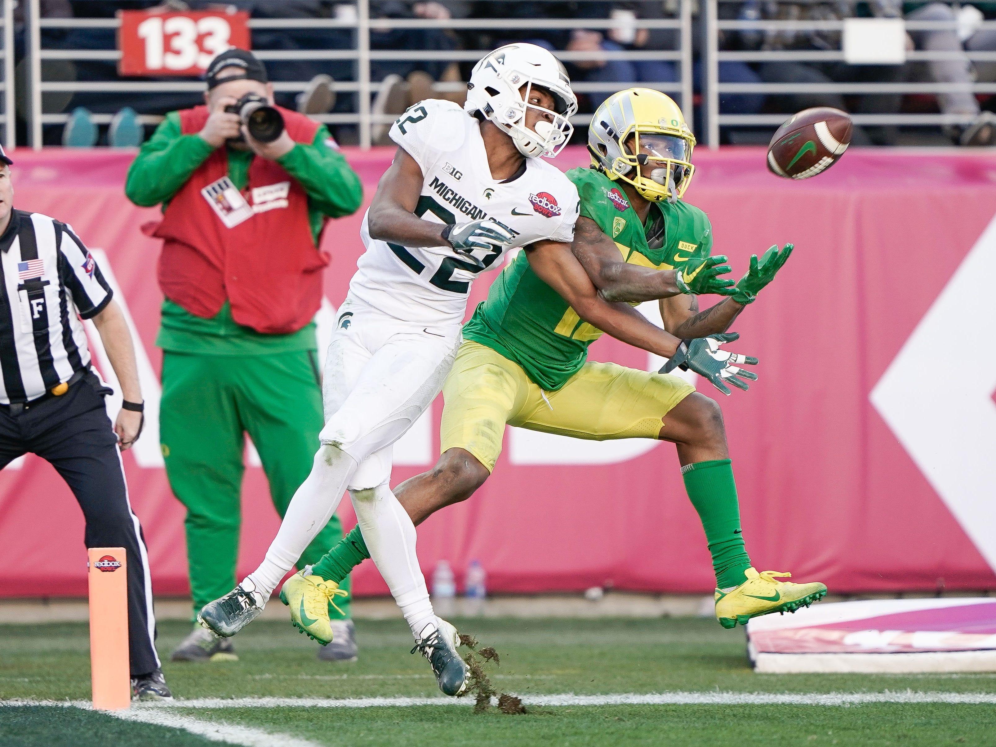 Michigan State Spartans cornerback Josiah Scott (22) battles Oregon Ducks wide receiver Dillon Mitchell (13) for a pass during the fourth quarter at Levi's Stadium.