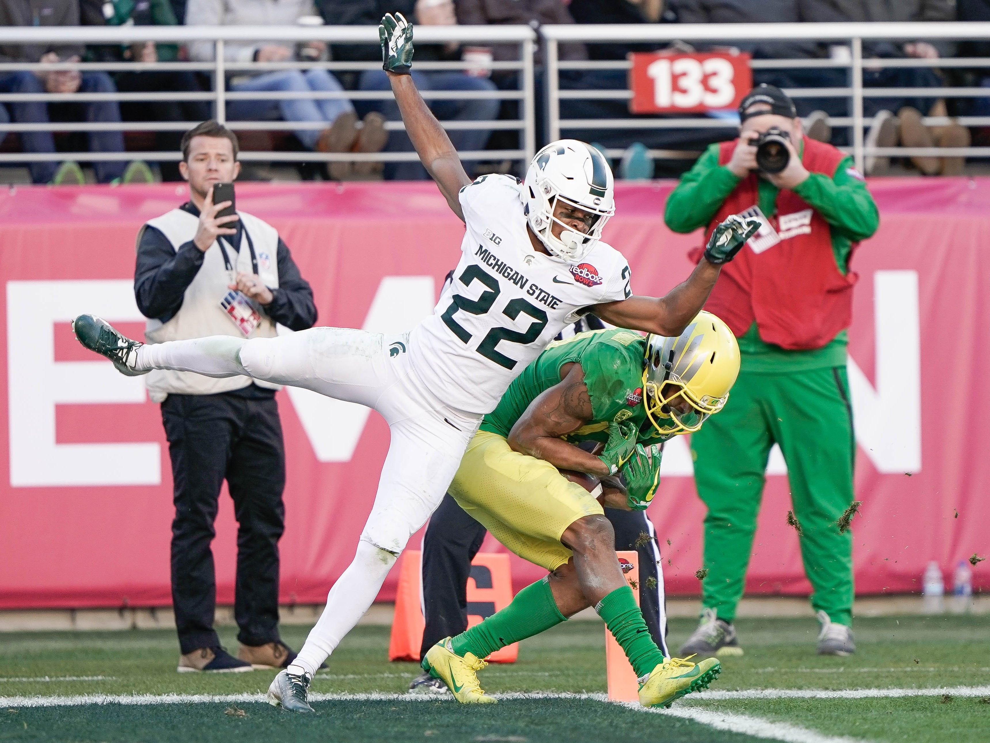 Oregon Ducks wide receiver Dillon Mitchell (13) catches the ball for a touchdown against Michigan State Spartans cornerback Josiah Scott (22) during the fourth quarter at Levi's Stadium.