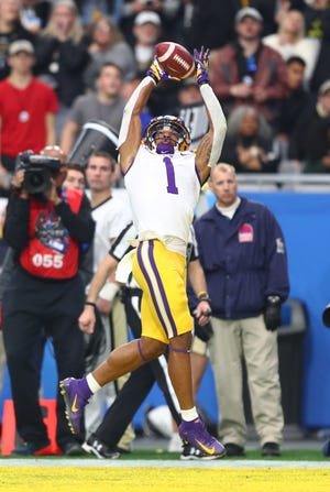LSU Tigers wide receiver Ja'Marr Chase (1) catches a pass for a touchdown against the UCF Knights in the second half of the 2019 Fiesta Bowl at State Farm Stadium.
