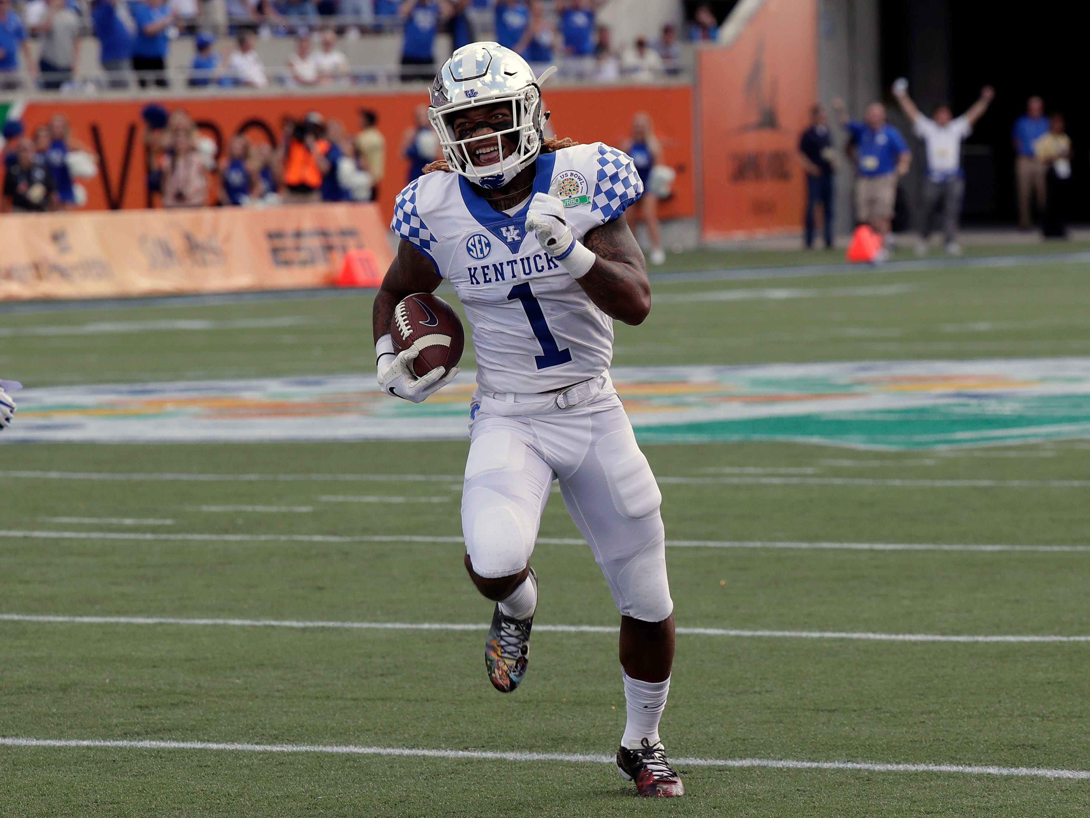 Kentucky's Lynn Bowden Jr. (1) runs a 58-yard touchdown against Penn State on a punt return during the first half of the Citrus Bowl NCAA college football game, Tuesday, Jan. 1, 2019, in Orlando, Fla. (AP Photo/John Raoux)