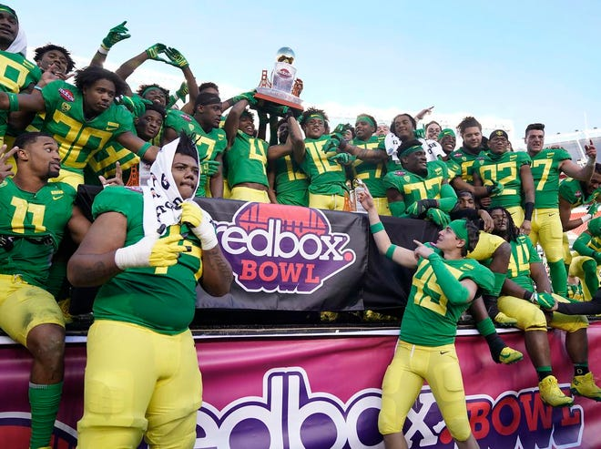 Oregon players hold the trophy after a 7-6 win over Michigan State during the Redbox Bowl NCAA college football game Monday, Dec. 31, 2018, in Santa Clara, Calif. (AP Photo/Tony Avelar)
