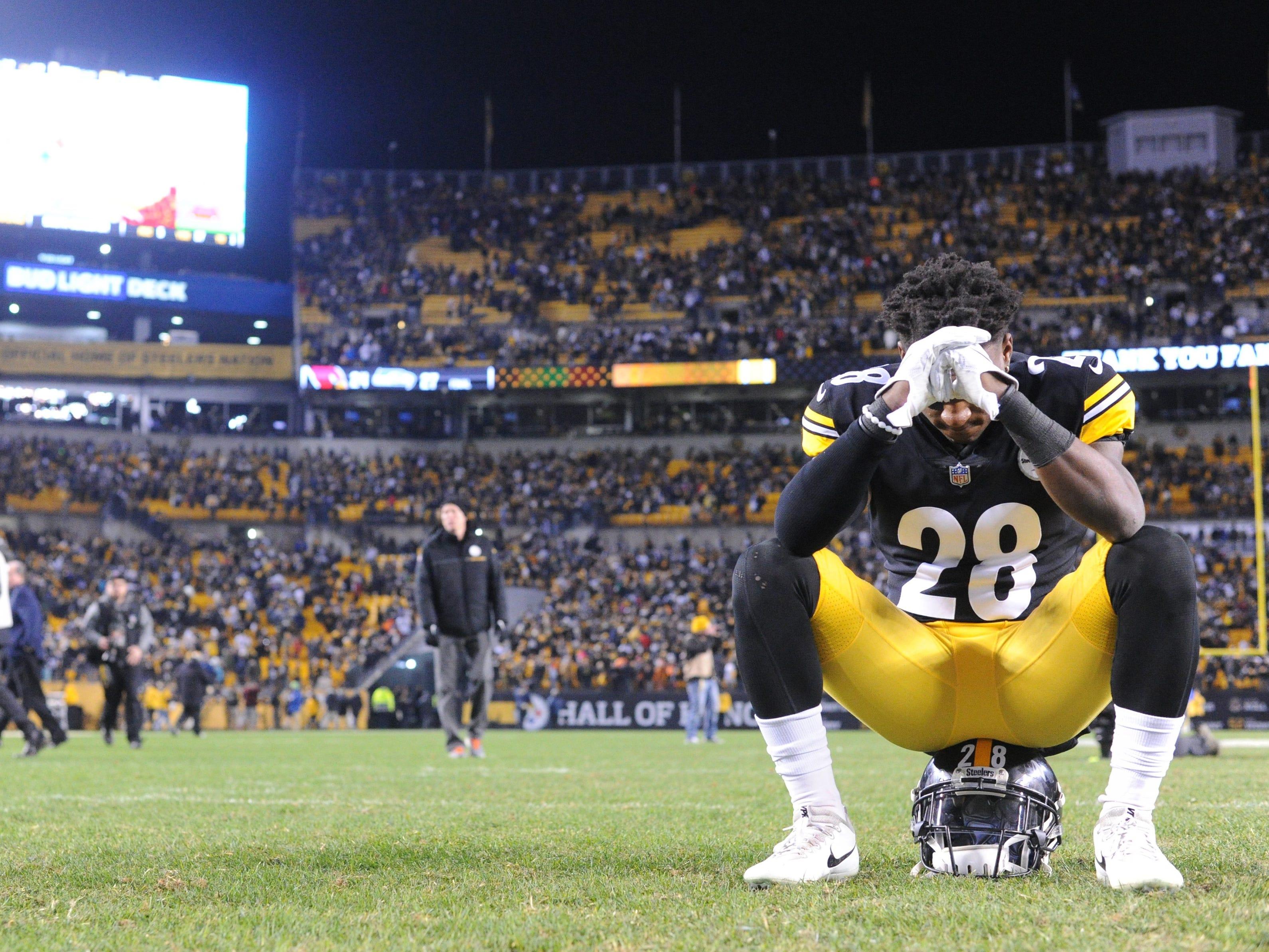 Week 17: Pittsburgh Steelers cornerback Mike Hilton  hangs his head after watching the Ravens win and ending their season at Heinz Field.