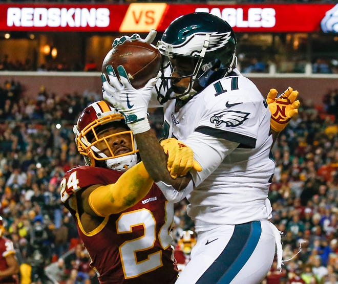Eagles wide receiver Alshon Jeffery (17) pulls in a touchdown pass under pressure from Redskins cornerback Josh Norman during a victory on Sunday.