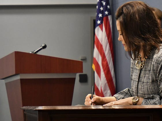 Whitmer signs 1st executive directive in response to Flint water crisis