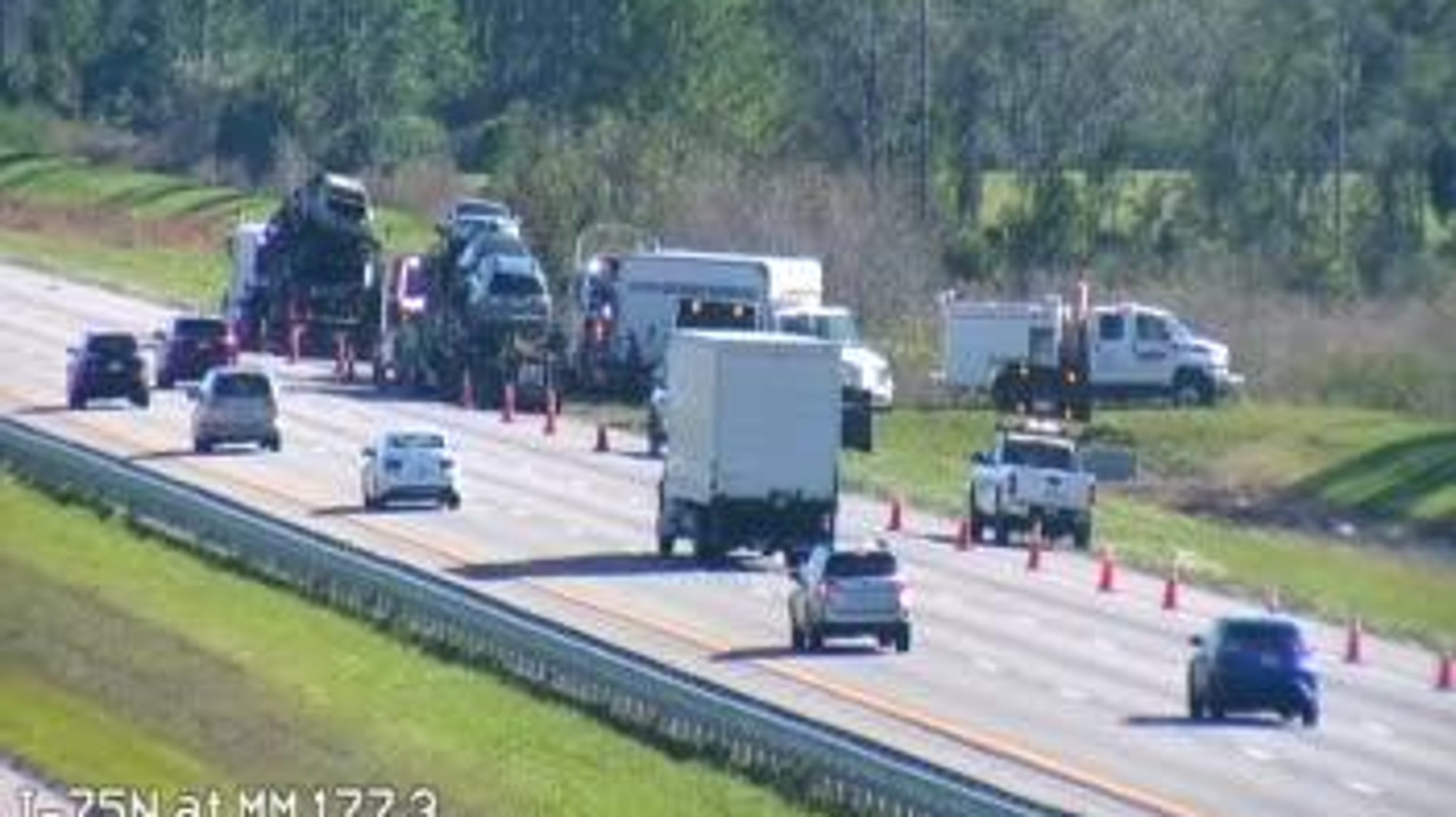 Truck fire on Interstate 75 closes right southbound lane in Sarasota