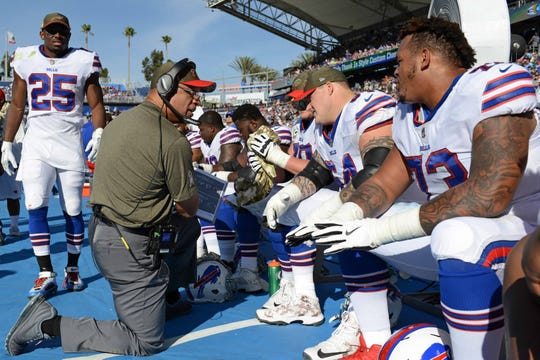 Buffalo Bills offensive line coach Juan Castillo (center) talks to offensive guard Richie Incognito (64) and offensive tackle Dion Dawkins (73) in 2017.