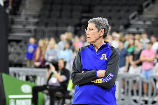 Aberdeen Central coach Dawn Seiler during the 2018 Class AA state basketball tournament.