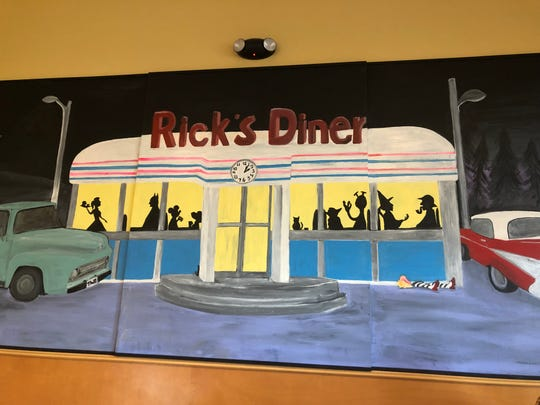 The clean décor at Rick's Diner in Port St. Lucie is kitschy Americana with Norman Rockwell prints and plates on the interior walls.