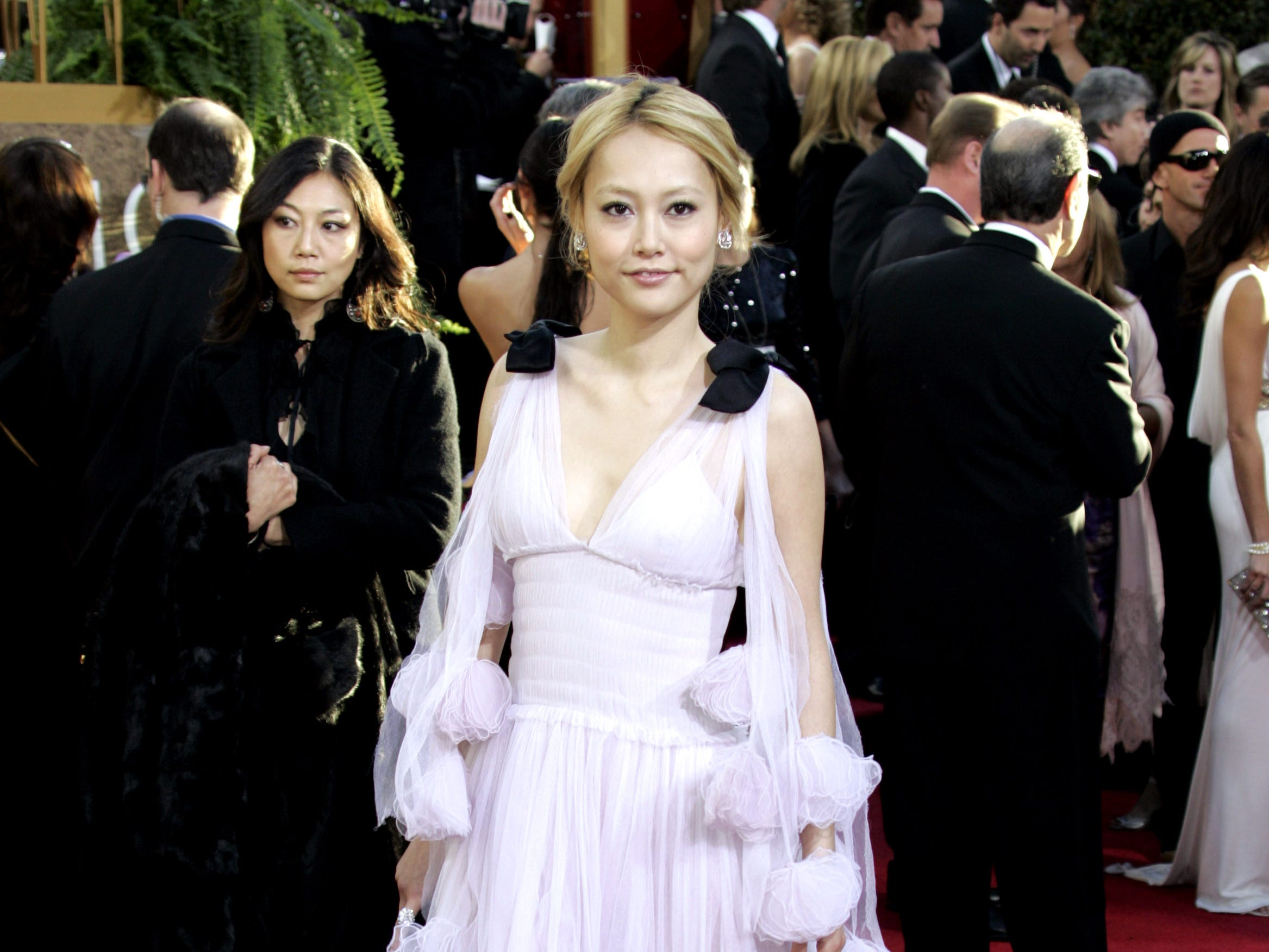 """Japanese actress Rinko Kikuchi from the movie """"Babel"""" arrives on the red carpet for the 64th Annual Golden Globe Awards 15 January 2007 in Beverly Hills, CA.  Rinko Kikuchi was nominated for Best Performance by an Actress in a Supporting Role in a Motion Picture for her role in """"Babel.""""    AFP PHOTO / Hector MATA  (Photo credit should read HECTOR MATA/AFP/Getty Images) ORG XMIT: RLB90"""