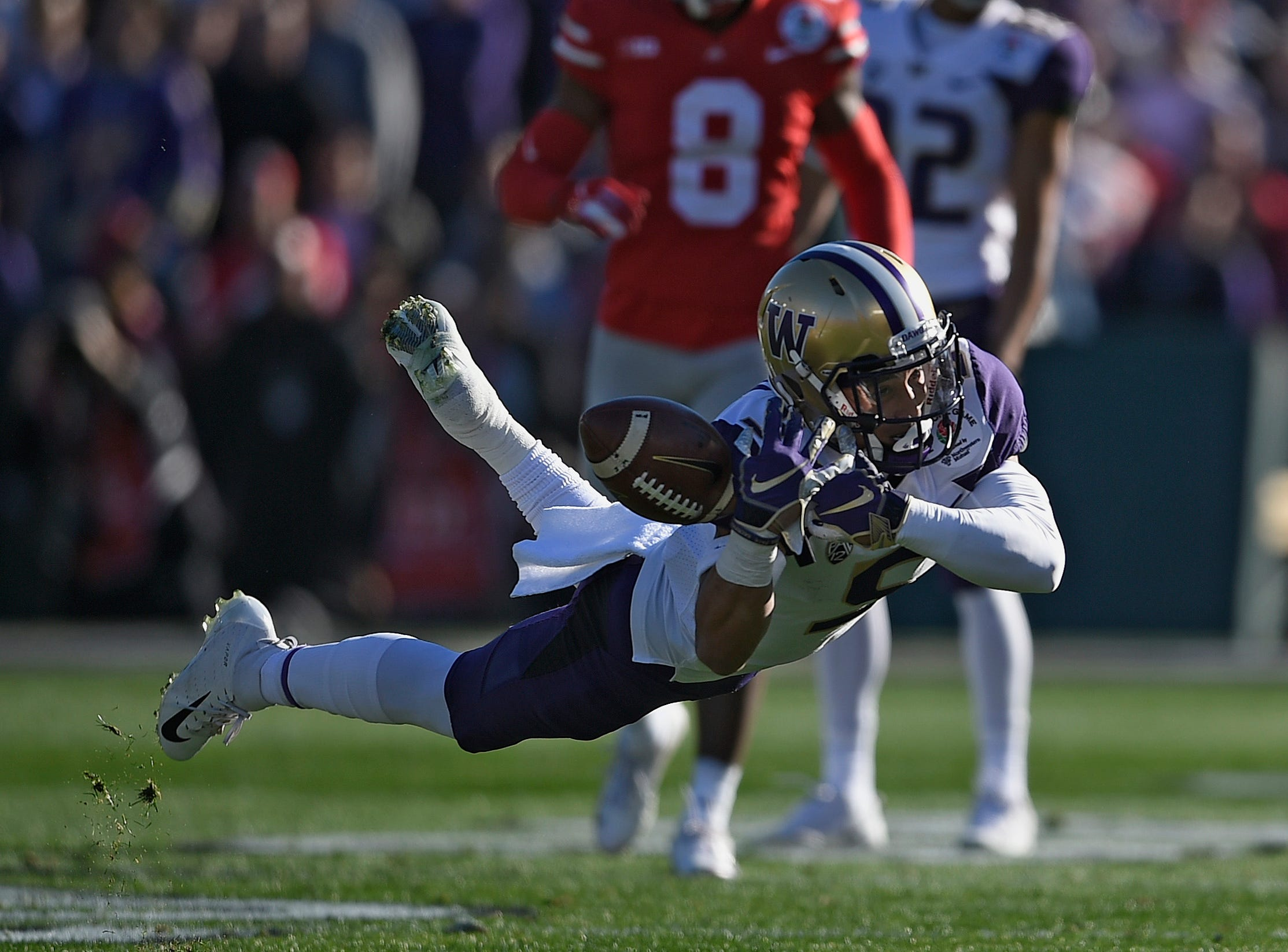 Washington Huskies wide receiver Andre Baccellia (5) drops a pass in the first quarter against the Ohio State Buckeyes in the Rose Bowl.