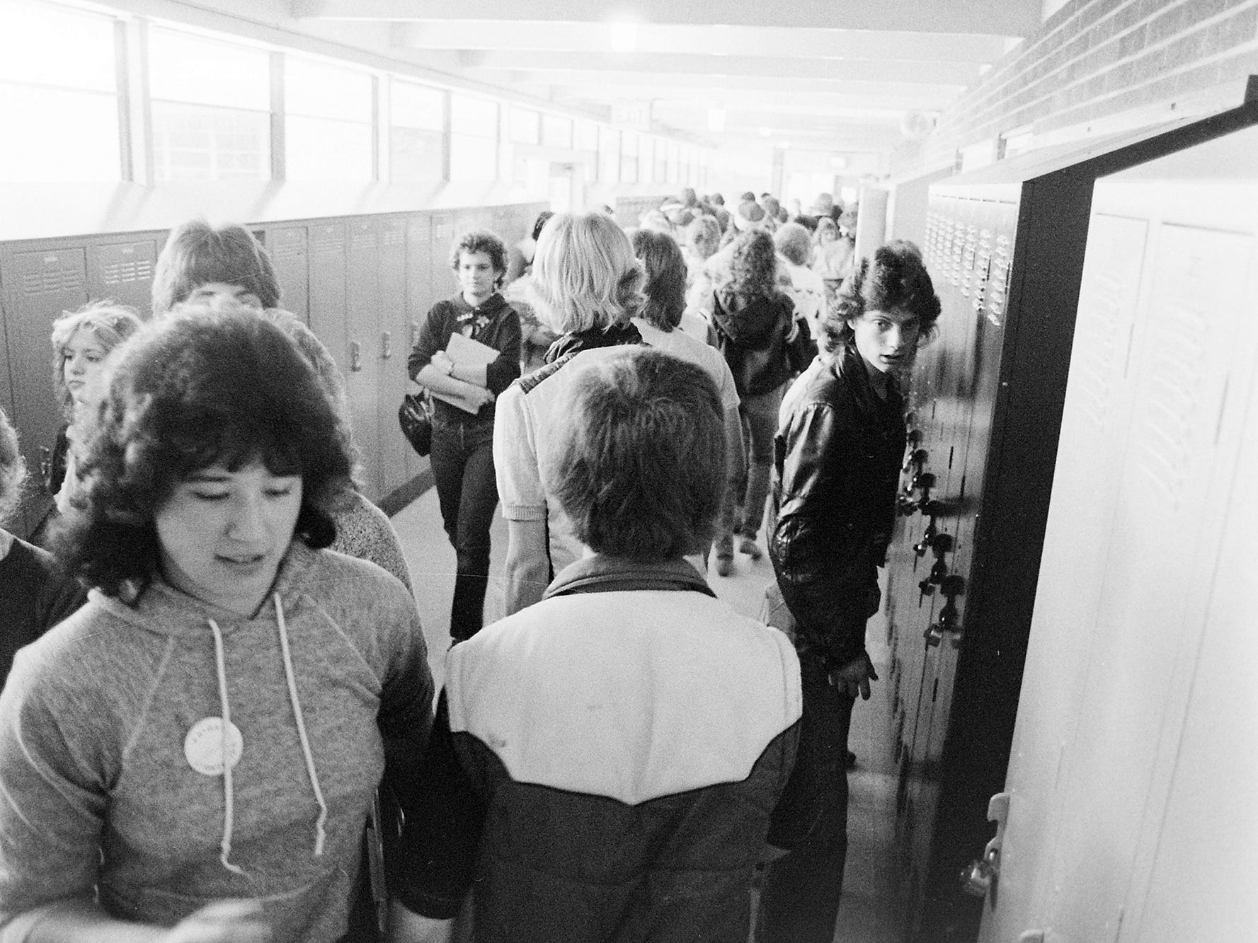 03/23/84Bremerton High Hallway