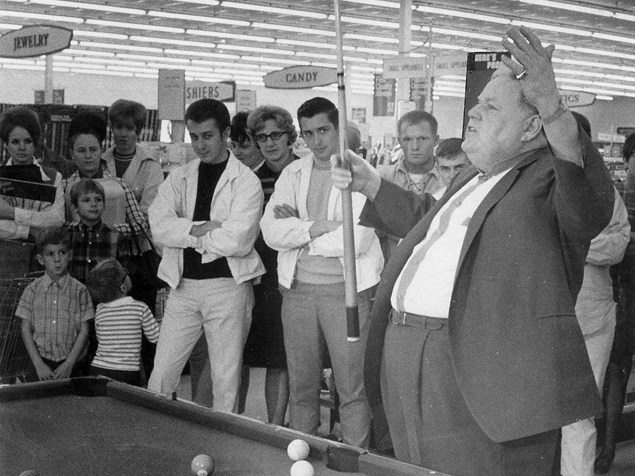 Minnesota Fats tells a story during a 1969 visit to an Arlans store in Des Moines.
