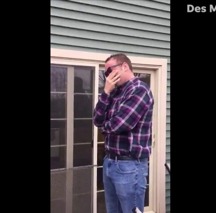 A 'life-changing' Christmas gift: Iowa man's reaction to 'color blind glasses' goes viral