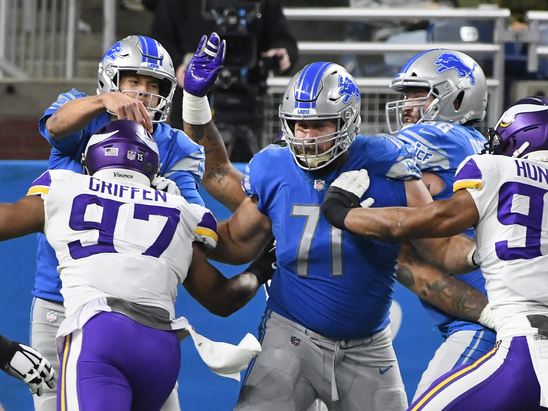 OT Rick Wagner: Wagner was the better run blocker of Detroit's two tackles, but he allowed just as much pressure from Stafford's right side. Even worse, eight of those pressures resulted in sacks, ranking him in the bottom-10 among tackles at keeping his quarterback upright.  Grade: C-