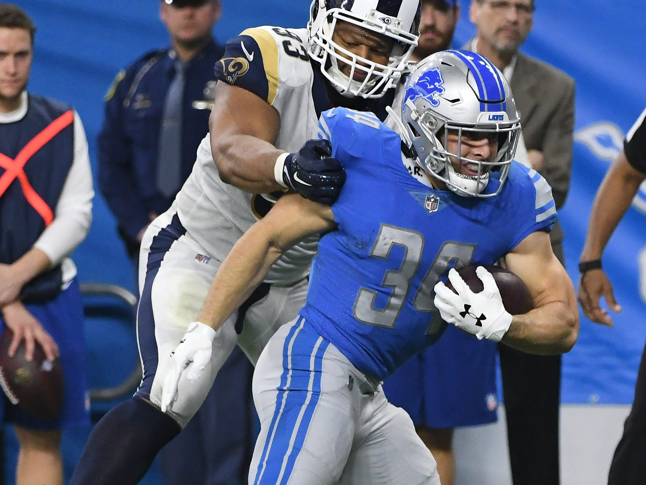 RB Zach Zenner: Rejoining the Lions late in the year after breaking two bones in his back during the preseason, Zenner was the team's best ball carrier down the stretch. His no-nonsense, north-south style meshed well with the Lions' revamped blocking scheme, resulting in a healthy 4.8 yards per pop on his 55 carries. Grade: B+