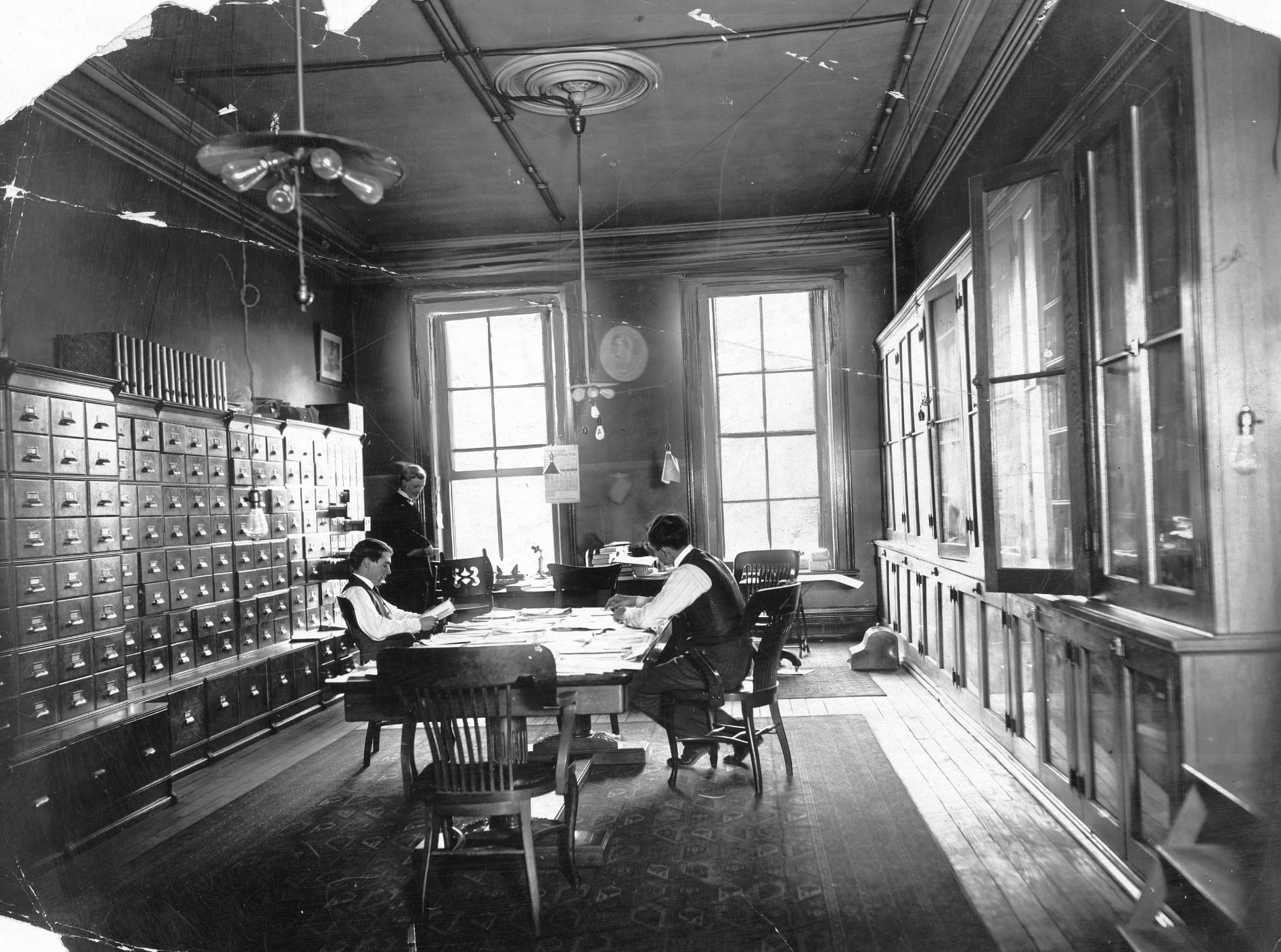 The Indianapolis News library/newspaper morgue in 1903.