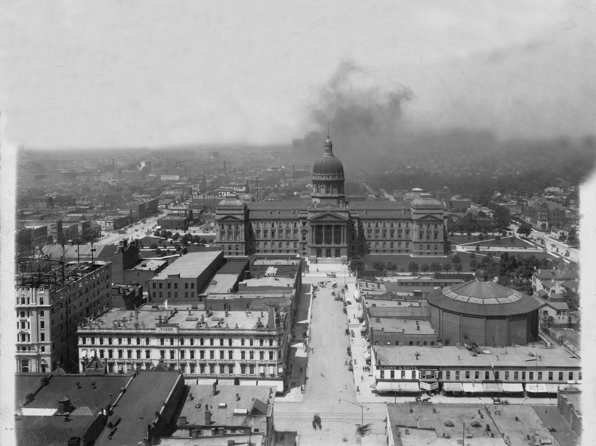 The Indiana Statehouse from the top of the Soldiers and Sailors Monument in 1908. The round building to the right is the Cyclorama, a 42-foot tall, 358-foot wide painting depicting the Civil War Battle of Atlanta.