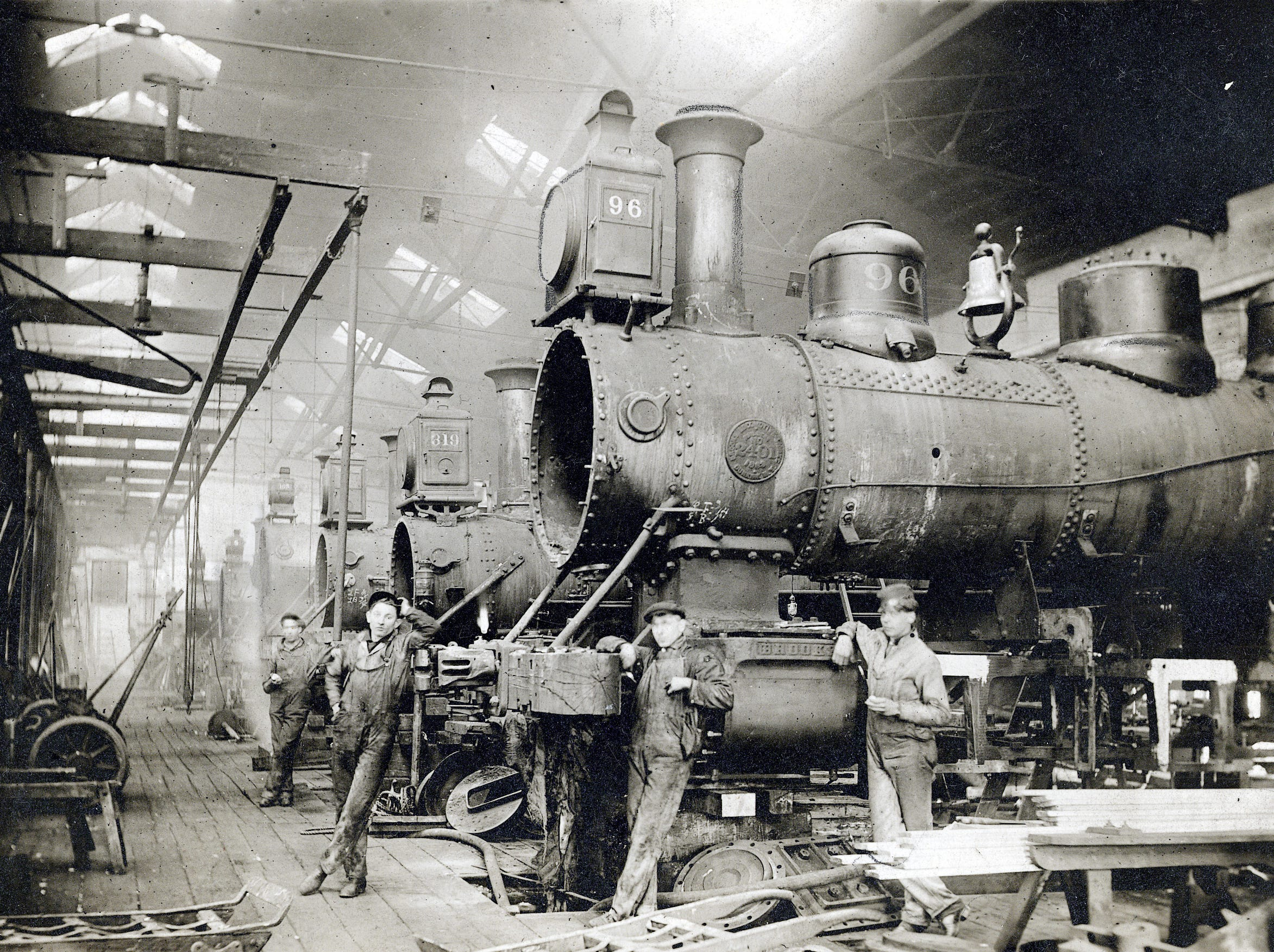 Massive engines were all in a dayÕs work at the Beech Grove train shops near the start of the century. The rail yard, which once employed about 5,000, began in 1908 as shops for the Cleveland, Cincinnati, Chicago & St. Louis Railway.