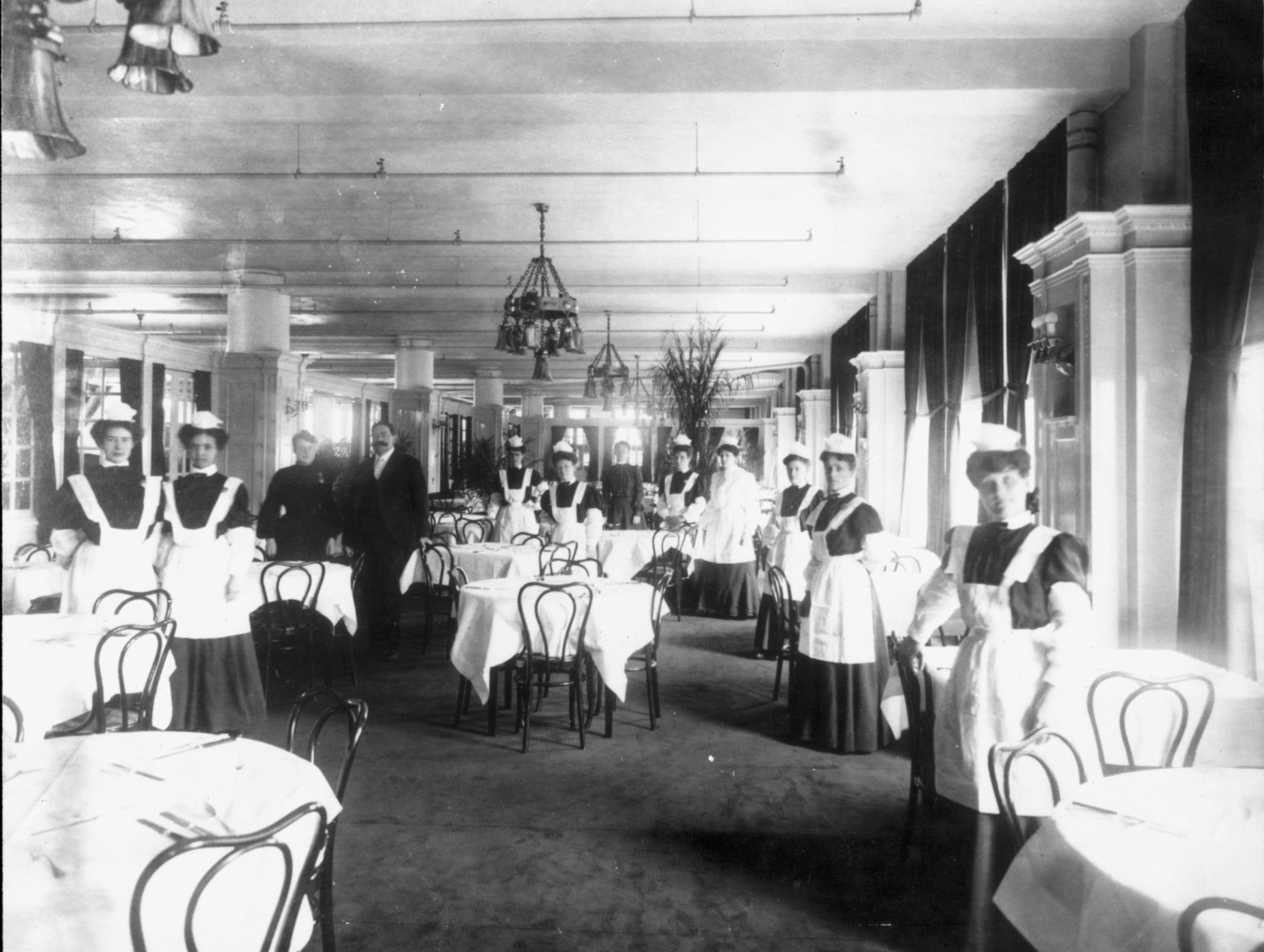 The Ayres Tea Room, circa 1905.