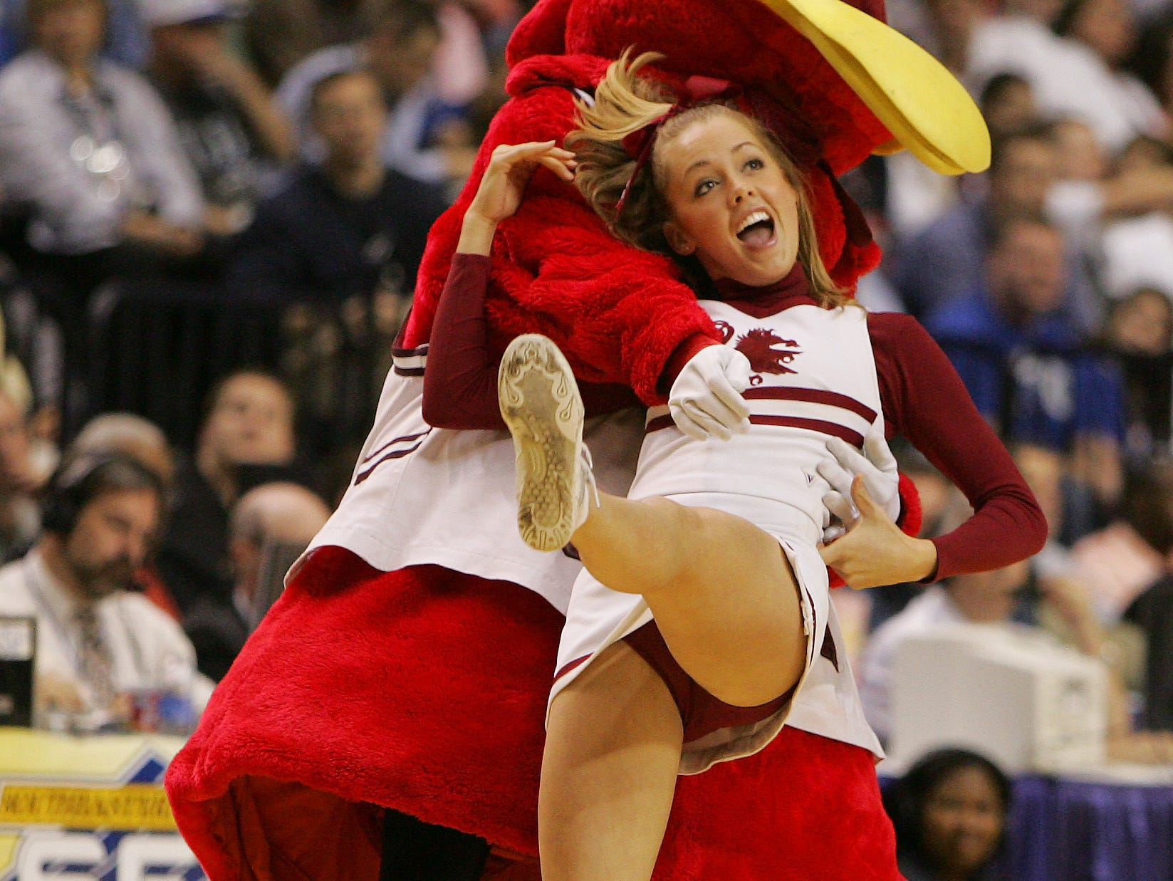 South Carolina cheerleaders perform in the second half of a semi-final game against Kentucky at the 2006 Southeastern Conference basketball tournament, Saturday, March 11, 2006, at the Gaylord Entertainment Center in Nashville, Tenn. South Carolina won 65-61. (AP Photo/John Bazemore)