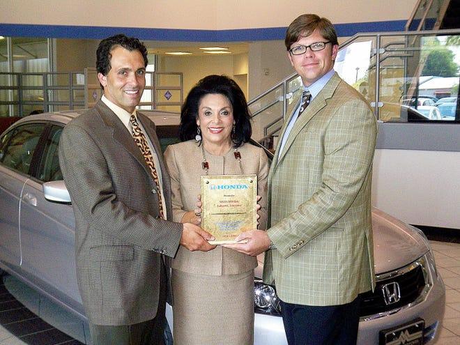 Sharon and Corey Moss accept an award for their Honda dealership.