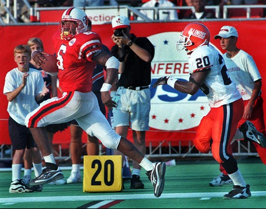 Ibn Green dashes 63 yards down the sideline for the final score vs. Illinois in 1997.