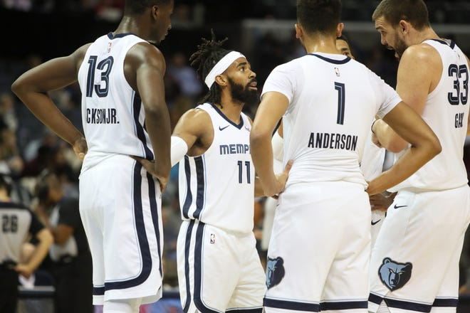 Grizzlies guard Mike Conley talks to his teammates in a huddle during their game against the Pistons at the FedExForum on Wednesday.