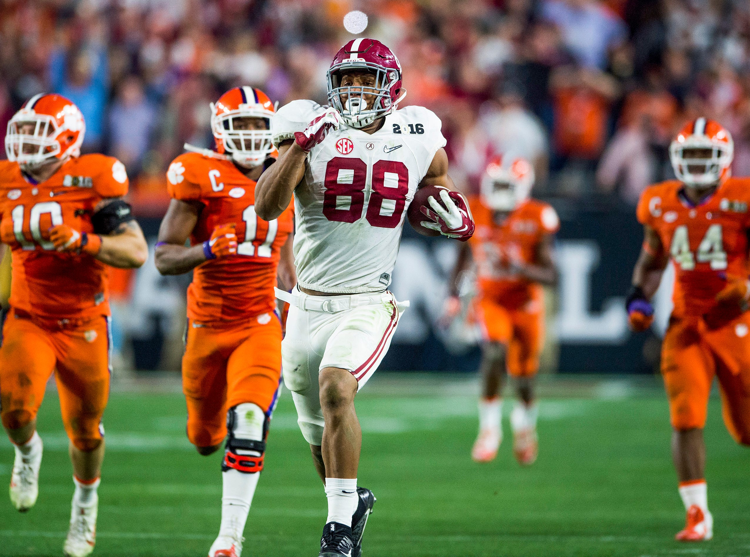 Alabama tight end O.J. Howard (88) breaks free on a long gainer against Clemson in the College Football Playoff Championship Game on Monday January 11, 2016 at University of Phoenix Stadium in Glendale, Az.