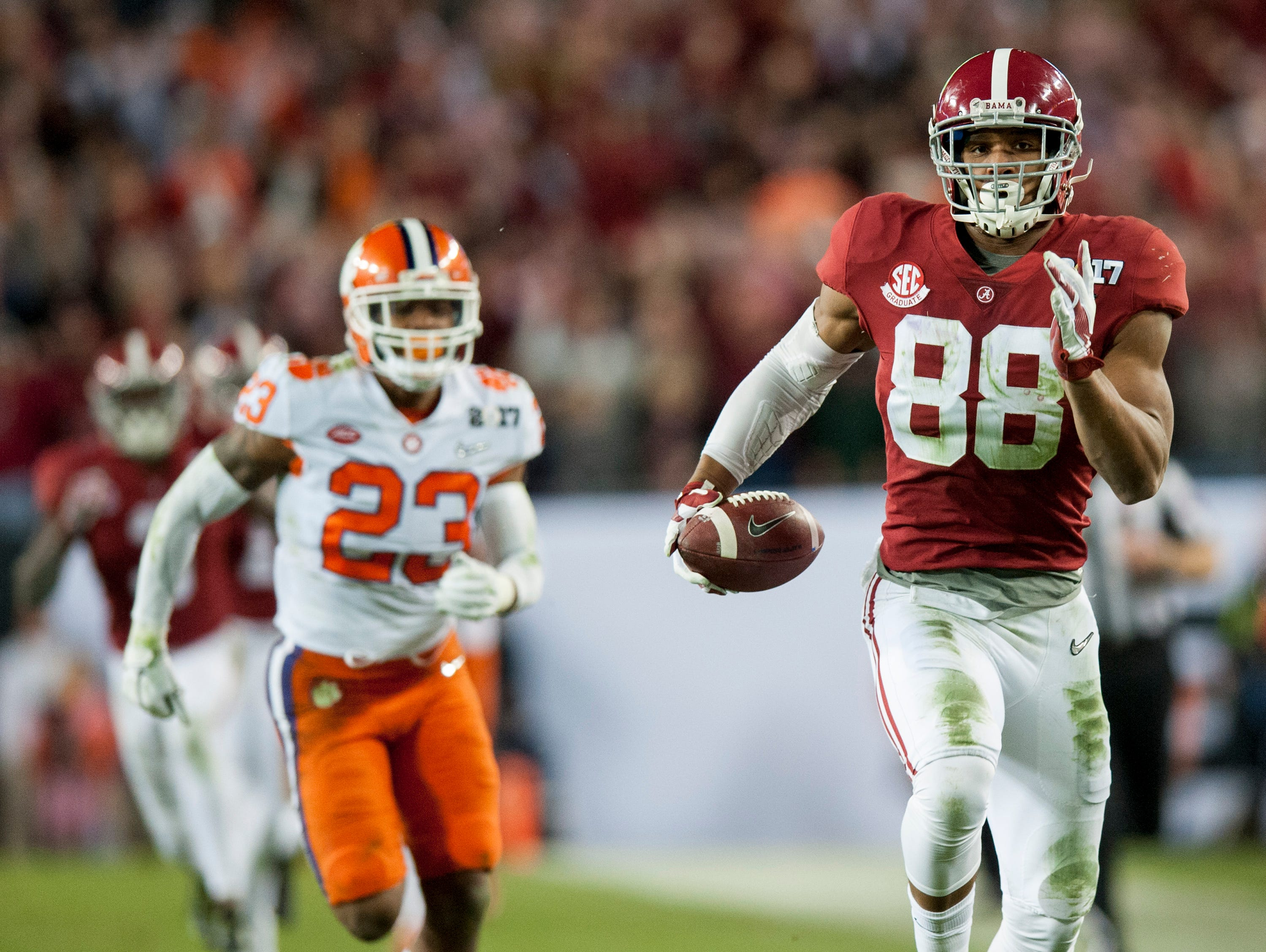 Alabama tight end O.J. Howard (88) carries in a touchdown reception in second half action of the College Football Playoff National Championship Game at Raymond James Stadium in Tampa, Fla. on Monday January 9, 2017.