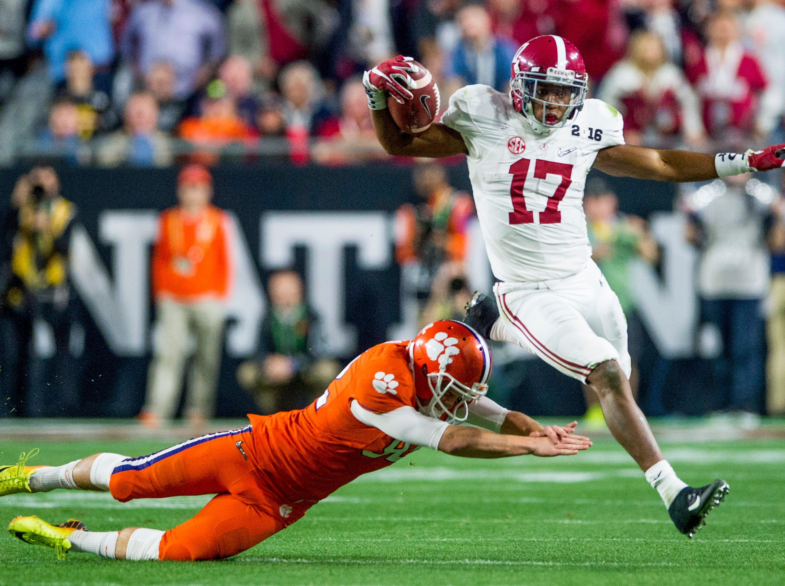 Alabama running back Kenyan Drake (17) carries against Clemson in the College Football Playoff Championship Game on Monday January 11, 2016 at University of Phoenix Stadium in Glendale, Az.
