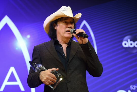 Singer David Lee Murphy poses in the press room with the musical event of the year award at the 52nd annual CMA Awards at Bridgestone Arena on Wednesday, Nov. 14, 2018, in Nashville, Tenn.