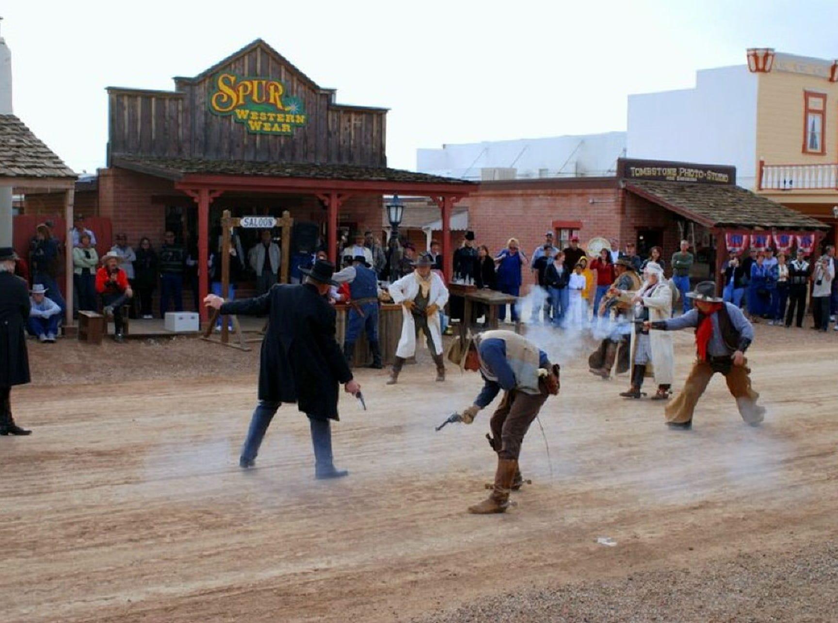 Los turistas ahora acuden cada año a los Días de Helldorado, el saludo de Tombstone a su pasado ruidoso. Los tiroteos se mantienen entre los eventos más populares.