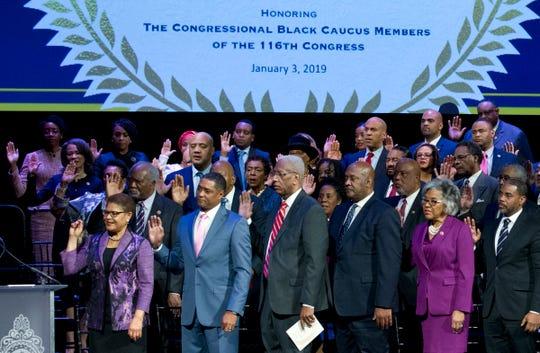 Miembros del Caucus Afroamericano en el Congreso juramentan.