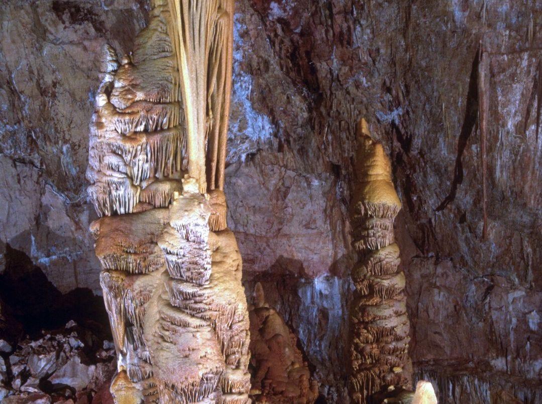 """Dentro de las Cavernas de Kartchner encontrarás """"Kubla Khan"""", la formación de columnas más grande de Arizona."""