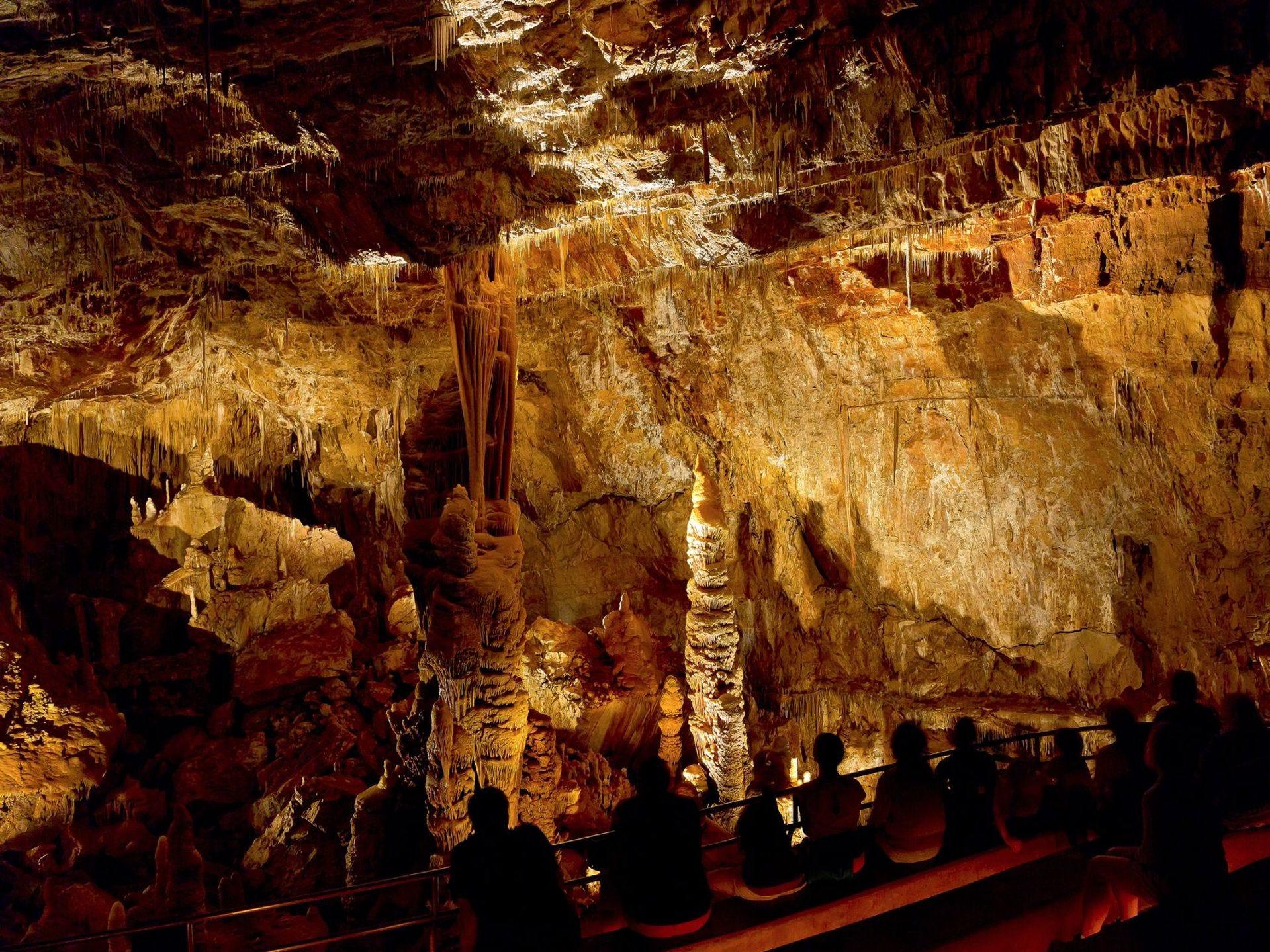 La Rotunda/Throne en el Parque Estatal Kartchner Caverns incluye la formación Kubla Khan.