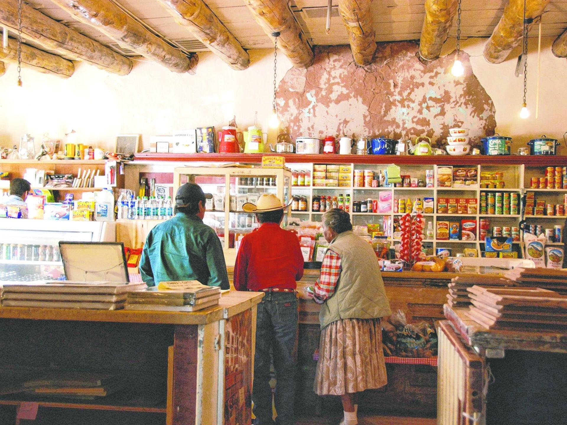 Hubbell Trading Post: parte museo, parte galería de arte y tienda de comestibles, Hubbell Trading Post en la reserva Navajo es un portal a través del tiempo.