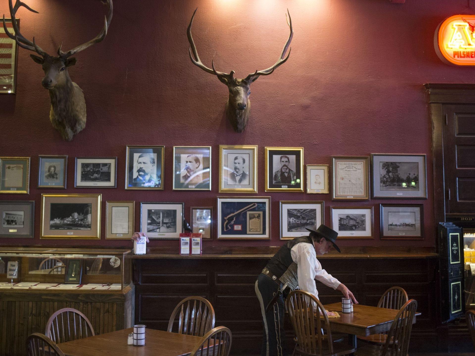 Steve Waller, el maitre de Palace, el 6 de noviembre de 2017, en el Palace Saloon y en el restaurante 120 S. Montezuma Street, Prescott, Arizona.