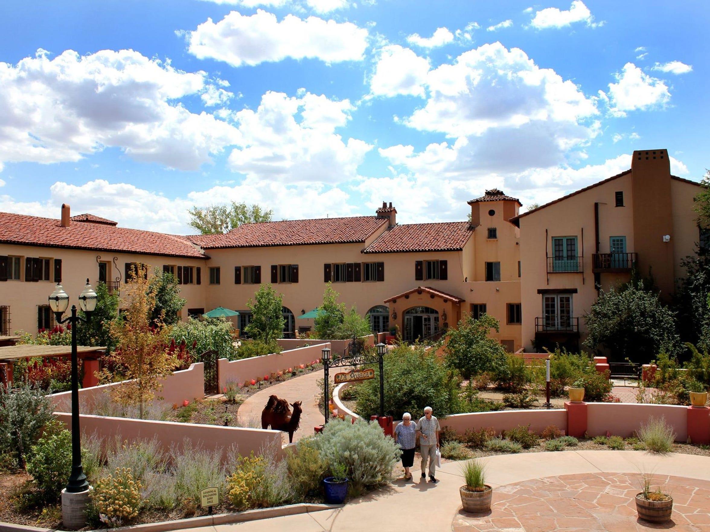 La Posada, el lugar de descanso, fue diseñada por la legendaria arquitecta Mary Colter en 1929, y aunque es conocida por sus hoteles en el Gran Cañón, consideró que este hotel de Arizona era su obra maestra.