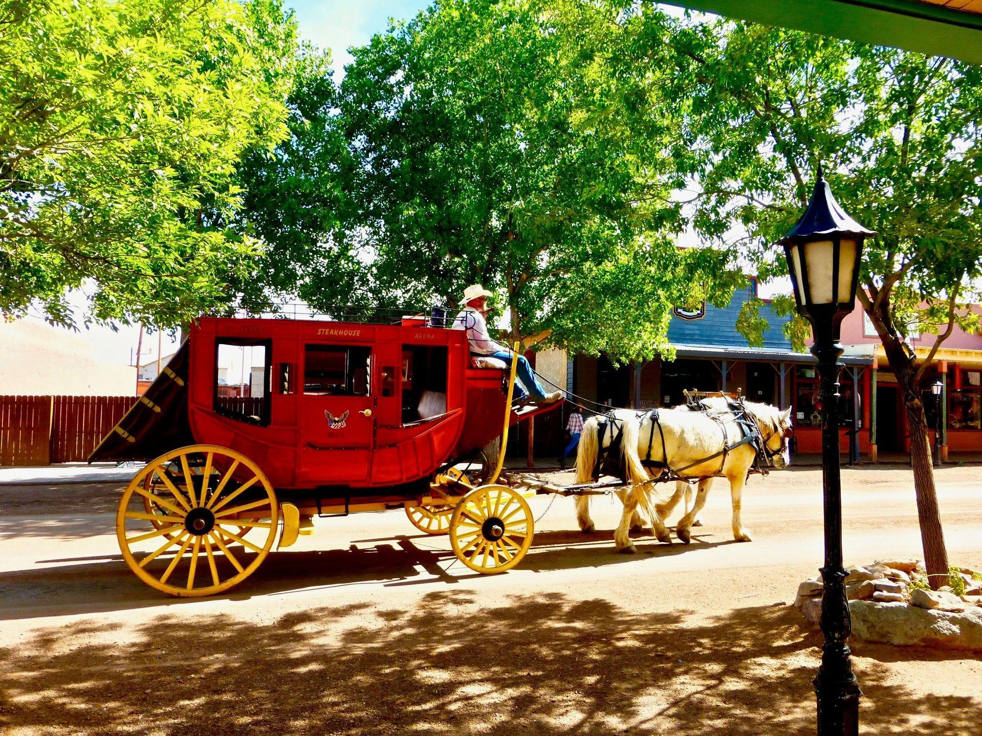 La ciudad de Tombstone recibió su nombre por el reclamo minero original que inició el auge de la plata en Arizona.